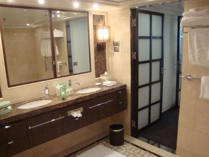 Oceania Suite Bath-2