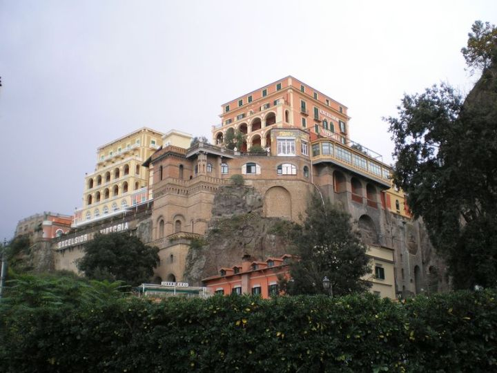 Sorrento cliff hotels