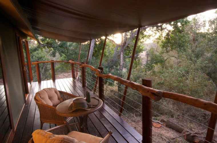 south-africa-kapama-buffalo-camp-new-buffalo-camp-deck-205